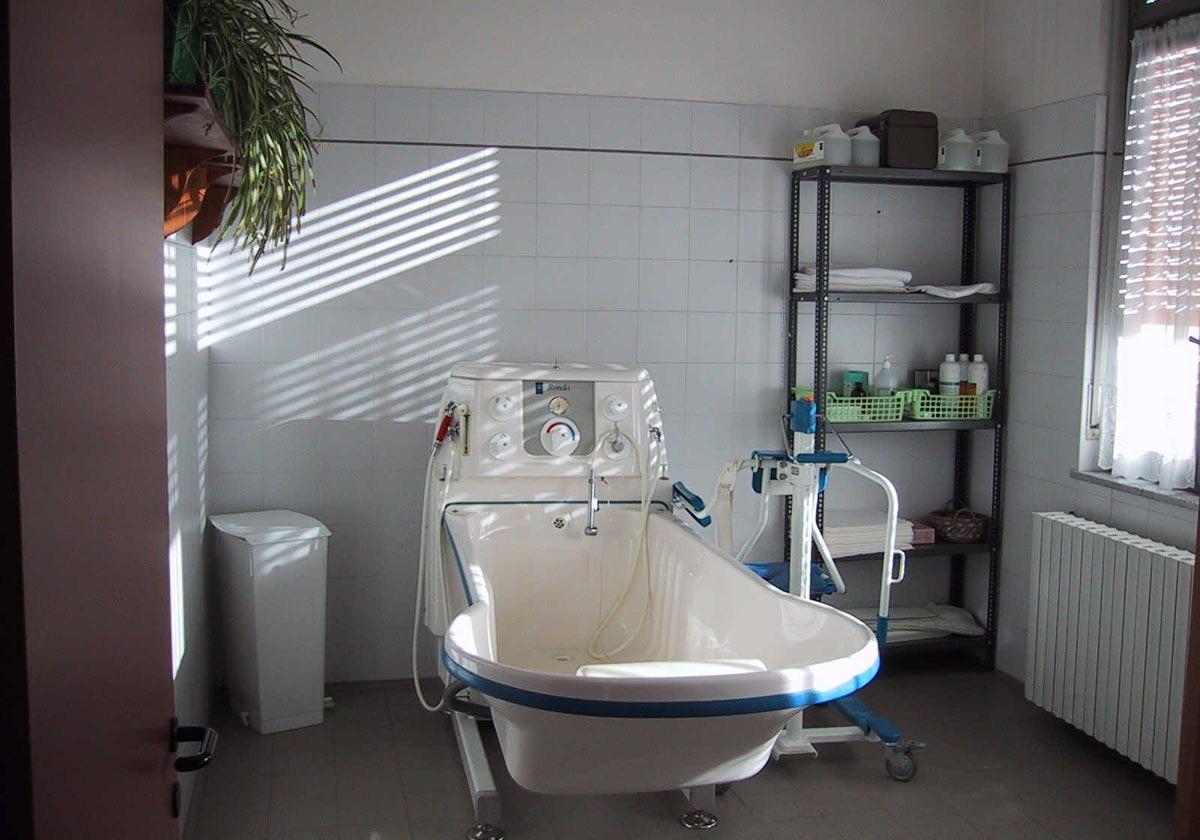 Alzheimer cerino zegna assistenza a anziani affetti da alzheimer - Vasca bagno assistito ...
